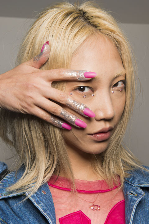 best-nail-looks-from-fashion-week-ss18-phuket-17